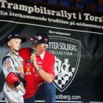 Harry Jansson, segrare i årets upplaga av Trampbilsrallyt, hyllades rejält under rallyts minneskavalkad i lördags där Håkan Halstensson i Torsby Rotaryklubb intervjuade.